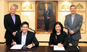 Mike Huang, Special Assistant to the President, Rustan Commercial Corporation and Mariels Almeda Winhoffer, President and Country General Manager, IBM Philippines recently signed the project contract with (Standing)  Reuben Ravago, Chief Information Officer,  Rustan Commercial Corporation and Wilson Go, Country Manager for Global Technology Services, IBM Philippines as witnesses.