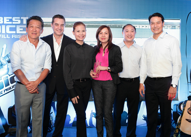 Photo shows (from left) Chee Heng Loon, EMC channel director, Southeast Asia, EMC; Jon Murray, director, office of global product sales, EMC; Coco Aguilar, EMC product manager; MSI-ECS; Svet Paner, AVP sales and marketing, technology enterprise group, MSI-ECS; Nicky Francisco, channels manager, EMC Philippines; and Ronnie Latinazo, country manager, EMC Philippines.