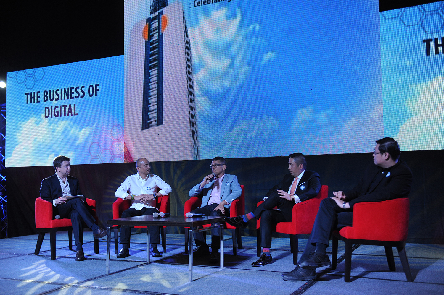 Luminaries weigh in on the future of Philippine Internet - Upgrade