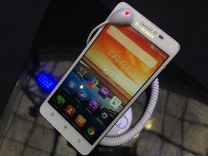 Lenovo S850 features an all-glass exterior.