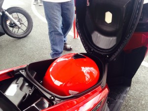 The New Honda Click 125ieSP also has the largest luggage capacity in its class at 18 liters which is capable of storing a Full-face helmet.