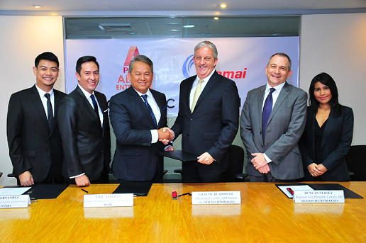 Sealing the partnership are (from L-R) Corporate Business Solutions Head Gary Ignacio, First Vice President & Head of PLDT ALPHA Enterprise Jovy Hernandez, PLDT/Smart Executive Vice President and ePLDT President & CEO Eric Alberto, Managing Director, APJ Markets of Akamai Technologies Graeme Beardsell, Regional Vice President, Carriers, APJ of Akamai Technologies Duncan Nursey and Business Development Director, SEA of Akamai Technologies Nurul Ali Gan.