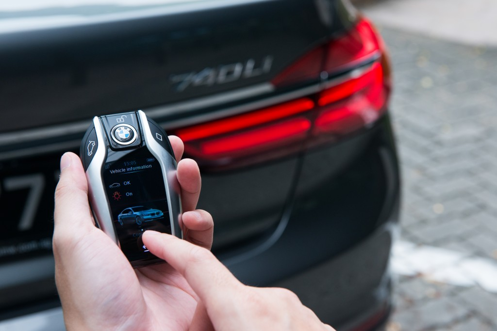 The BMW display key shows various information about the vehicle's status and allows selected functions to be controlled via the integrated touch display. PHOTO BY BMW