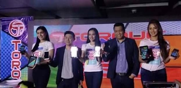 Torque Mobile CEO Chris Uyco (second from left) with Torque Business Sales Head Ian Garcia (second from right) at the Torque EGO series Boost Edition launch