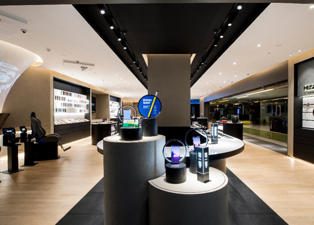 Samsung redesigns flagship store in Phl - Upgrade Magazine